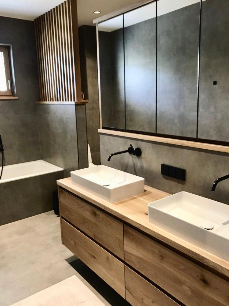 Privathaus - Waschbeckenunterschränke aus Holz