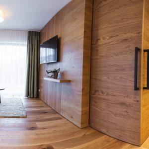 Aparthotel Ursprung - Helles Holz und Naturtöne im Appartement