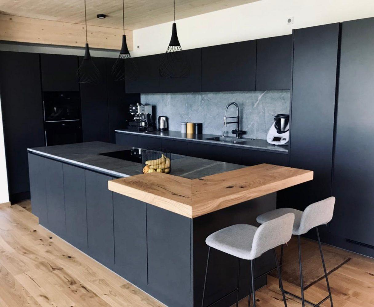 Privathaus - Hochwertige Küche mit modernen Einbaugeräten