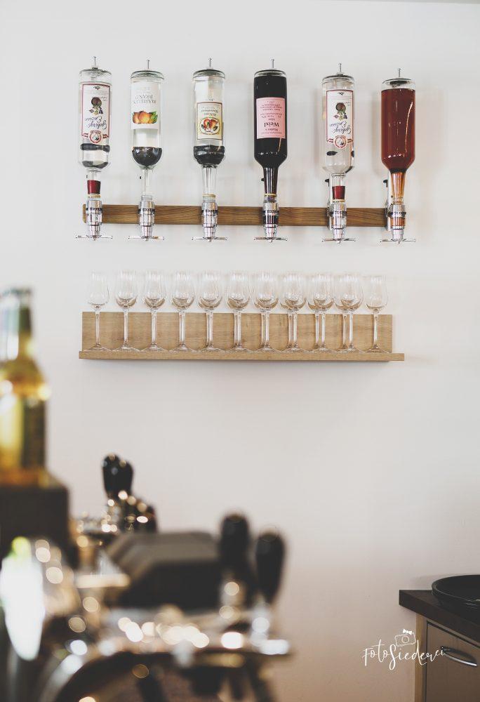 Flaschenhalter und Regal in Bock auf Müller's Wirtshaus
