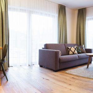 Aparthotel Ursprung - geräumiger Wohn-Essbereich